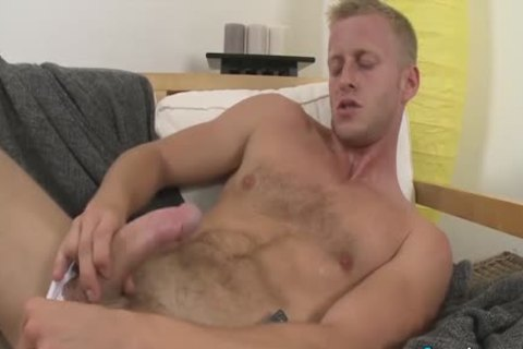 hot Denis Reed Working Out A Messy Load Out Of his testicles