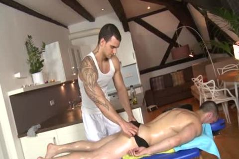 Muscle Daddy ass sex And Massage