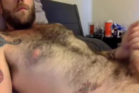 This hairy Dilf loves To jack off Off On cam