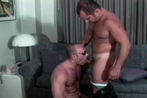 Muscly Hunk bonks A taut arsehole doggystyle