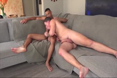 homo Daddy Gives Multiple oral-sex In A Locker Room